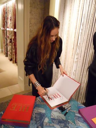 Kelly W signing