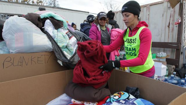 Nyc-marathon-volunteer-group-story-top